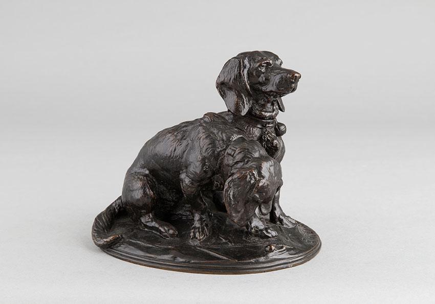 """Emmanuel Frémiet (1824-1910), """"Ravageot et Ravageode"""" avec chaîne, bronze à patine brun foncé, fonte More, haut. 15 cm, sculptures - galerie Tourbillon, Paris"""