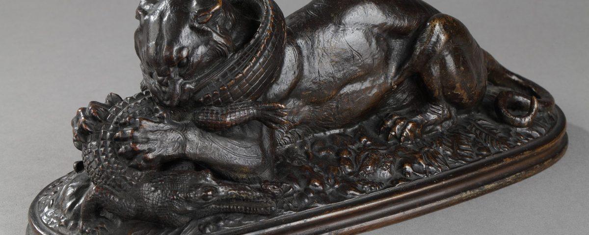 """Antoine-Louis Barye (1796-1875), """"Tigre dévorant un gavial"""", bronze à patine marron foncé nuancé, long. 27,5 cm, sculptures - Galerie Tourbillon, Paris"""