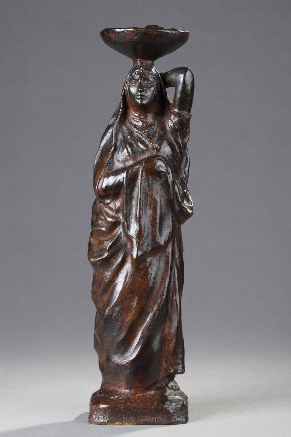"""Eugène L'Hoest (1874-1937), """"Bédouine au Marché"""", bronze à patine marron très nuancé, fonte Leblanc-Barbedienne Fils, haut. 32,5 cm, sculptures - galerie Tourbillon, Paris"""