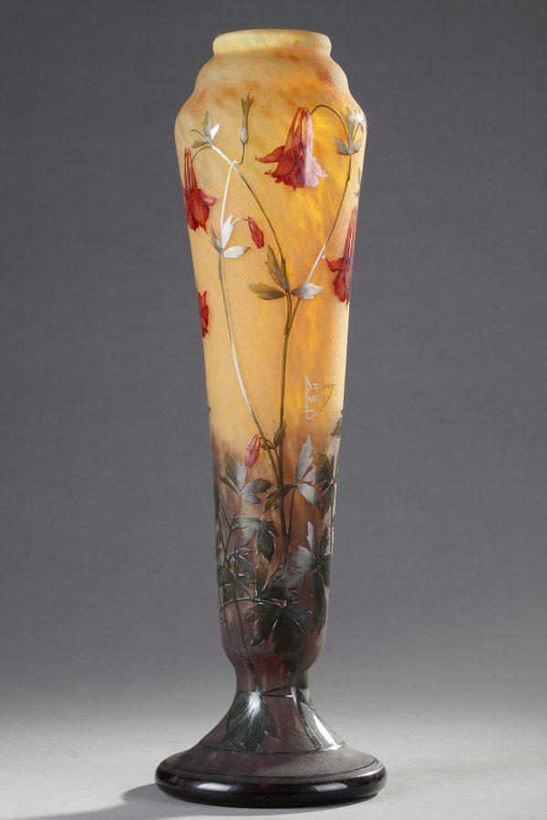 Daum, Vase à décor d'Ancolies, Haut. 53 cm. sculptures, verreries - galerie Tourbillon, Paris