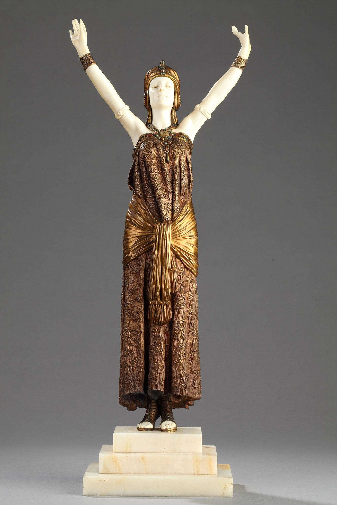 """Demetre Chiparus (1886-1947), """"La grande Prêtresse"""", sculpture chryséléphantine, haut. totale 50 cm, sculptures - galerie Tourbillon, Paris"""