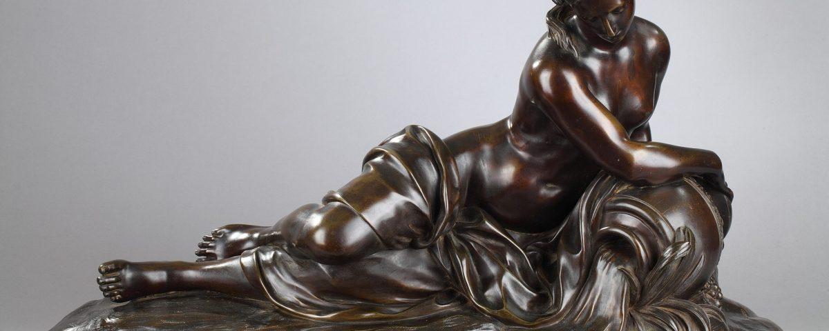 """Anonyme, """"La Source"""", bronze à patine marron très nuancé, fonte ancienne du XIXe s., Long. 74 cm, sculptures - galerie Tourbillon, Paris"""