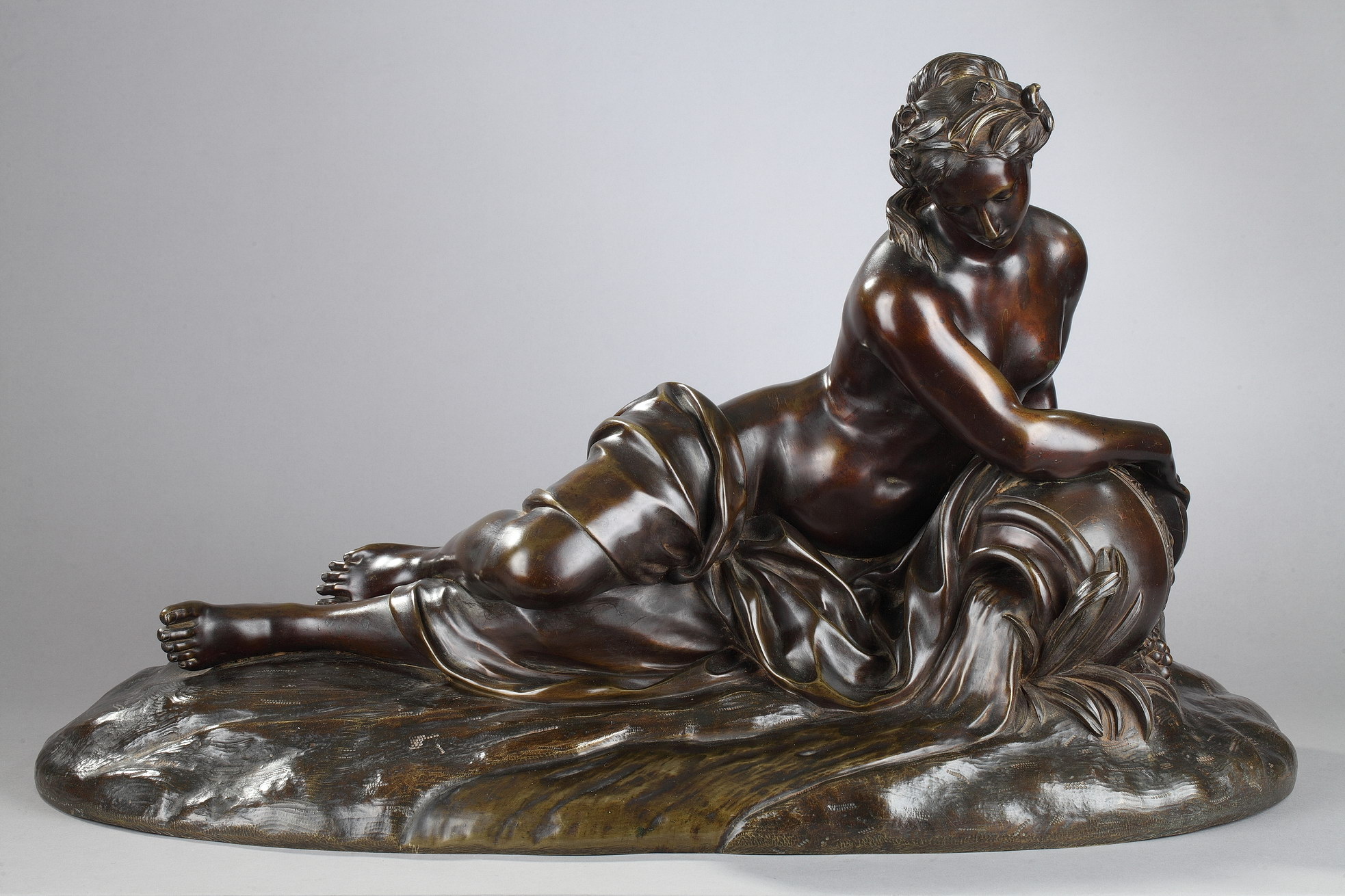 "Anonyme, ""La Source"", bronze à patine marron très nuancé, fonte ancienne du XIXe s., Long. 74 cm, sculptures - galerie Tourbillon, Paris"