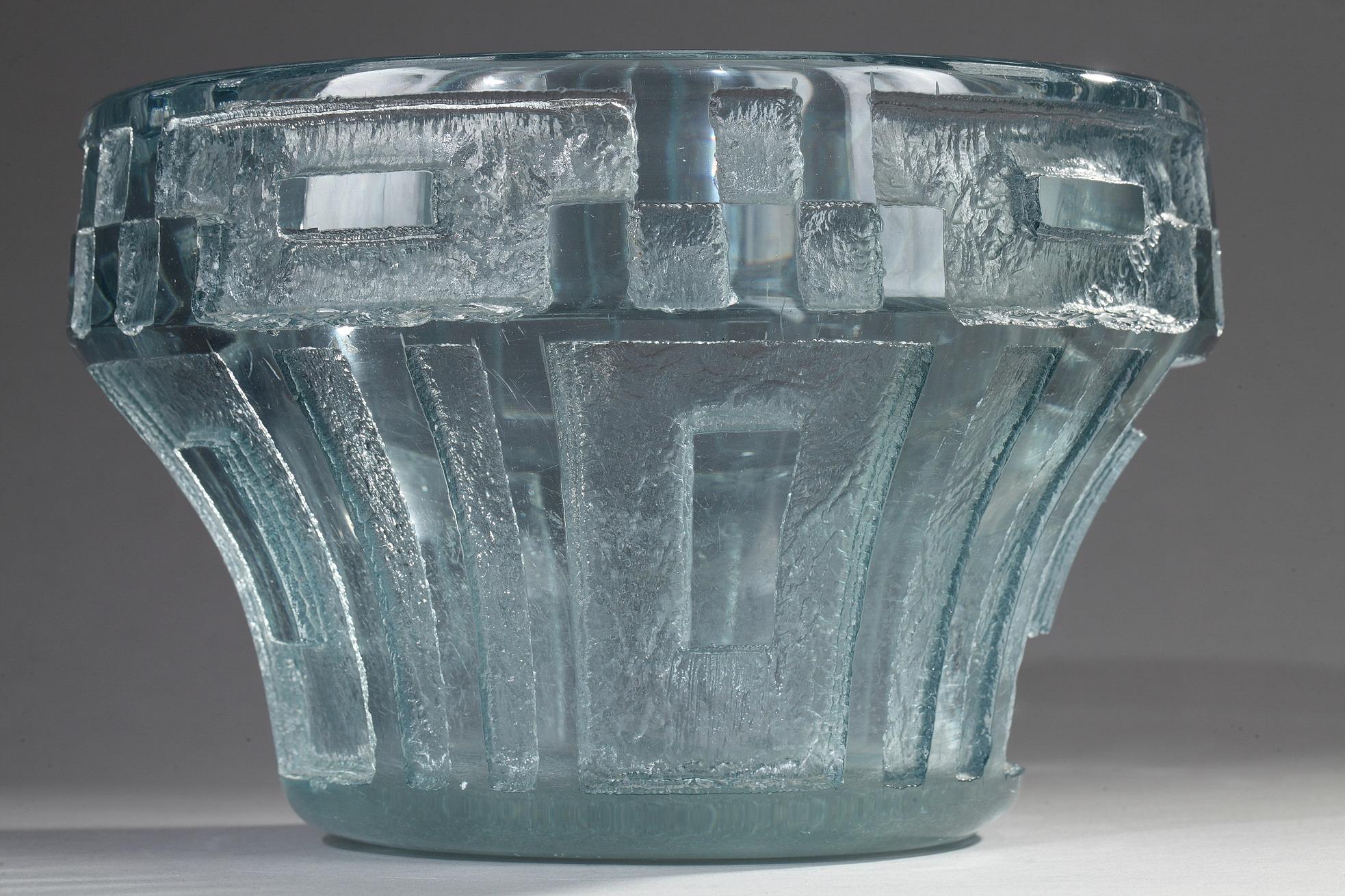 Daum, Vase à décor géométrique, Diam. 24 cm. sculptures, verreries - galerie Tourbillon, Paris