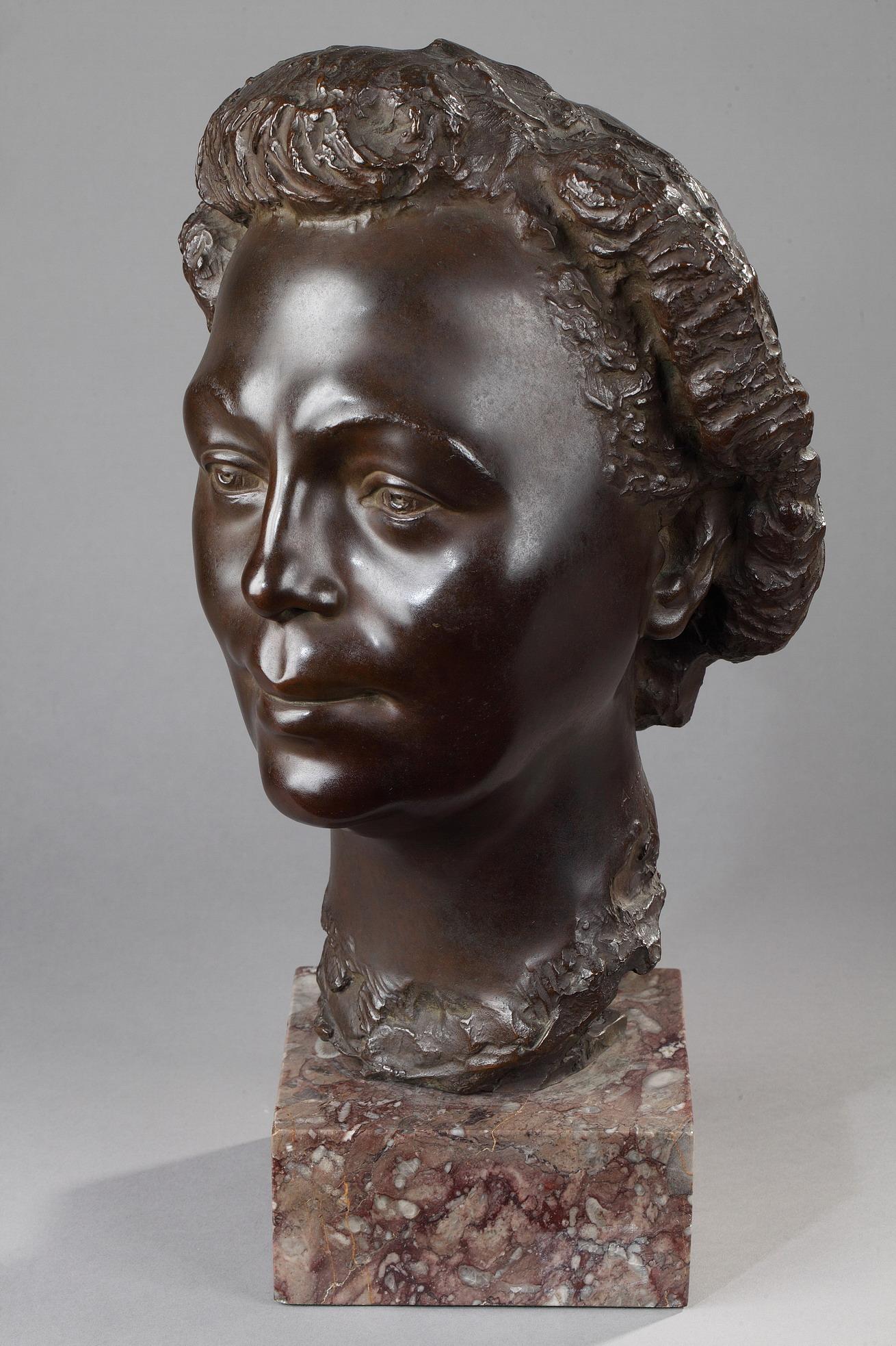 Arno Breker (1900-1991), Portrait de Femme, bronze à patine marron nuancé, fonte Bischoff, Haut. totale 45 cm, sculptures - galerie Tourbillon, Paris