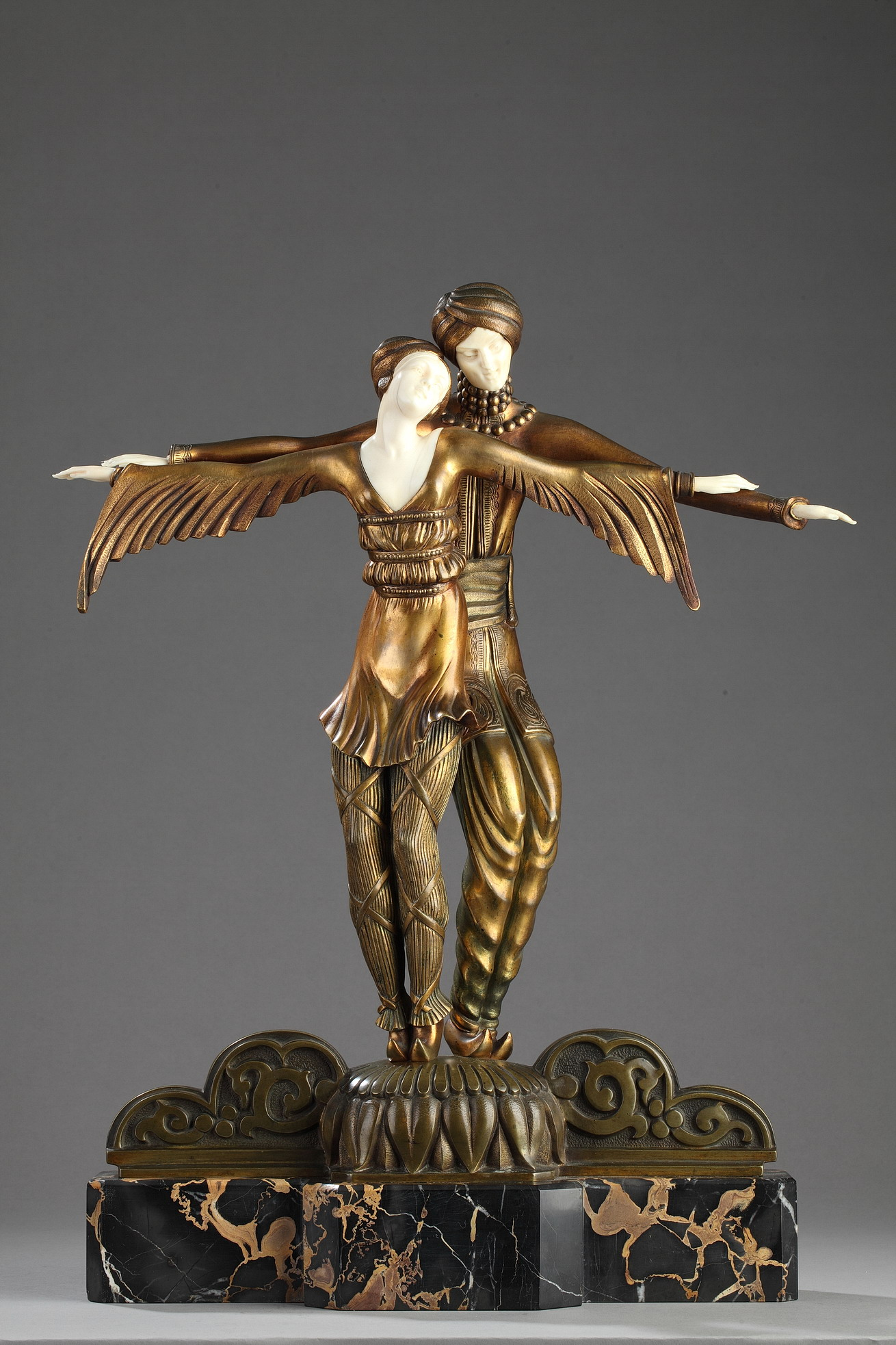 "Lucille Sévin (act. 1920-1940), ""Couple de Danseurs Slaves"", sculpture chryséléphantine, fonte Etling, haut. totale 52,5 cm, sculptures - galerie Tourbillon, Paris"