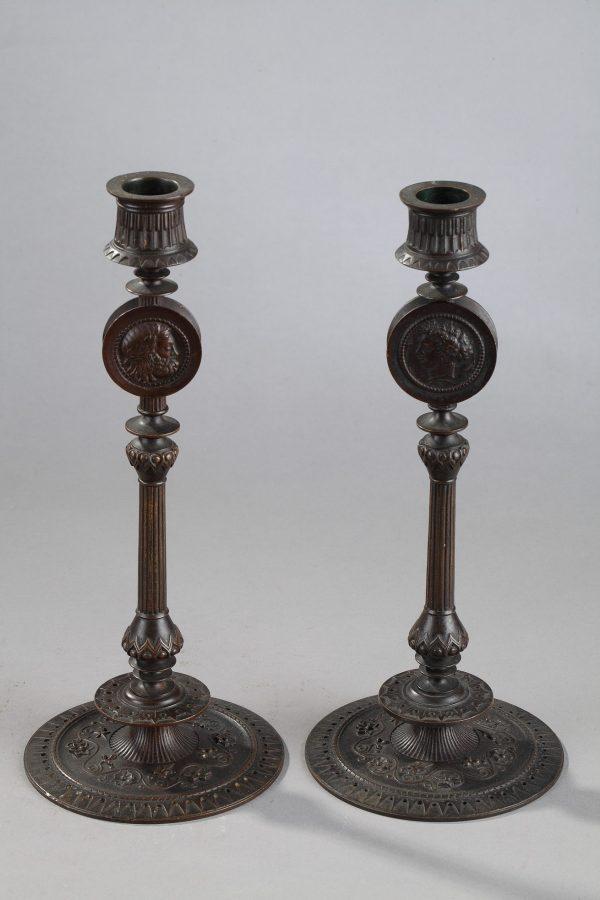 Antoine-Louis Barye (1796-1875), Paire de Flambeaux, bronze à patine brune, fonte ancienne, haut. 27 cm, sculptures - Galerie Tourbillon, Paris