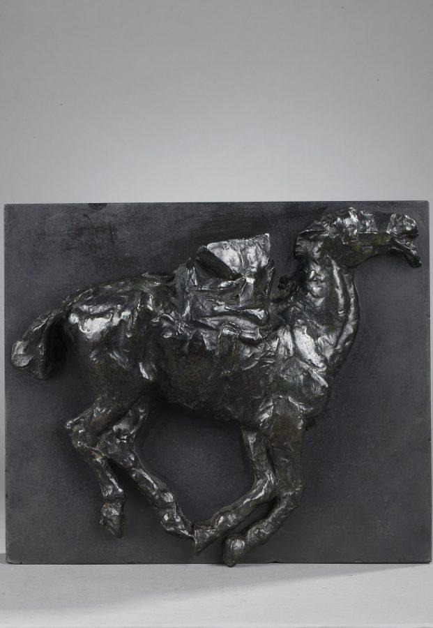 Herbert Haseltine (1877-1962), Cheval, haut-relief en bronze à patine brune, socle en marbre noir fin de Belgique, fonte Valsuani, haut. 26 cm, sculptures - galerie Tourbillon, Paris