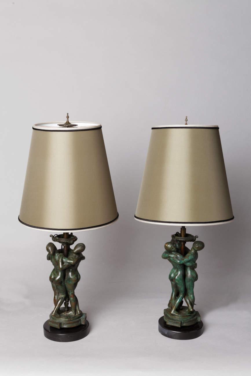 """Antoine-Louis Barye (1796-1875), """"Les Grâces"""", Paire de lampes, bronze à patine vert-marron très nuancé, socles en marbre noir, haut. totale 50 cm, sculptures - galerie Tourbillon, Paris"""