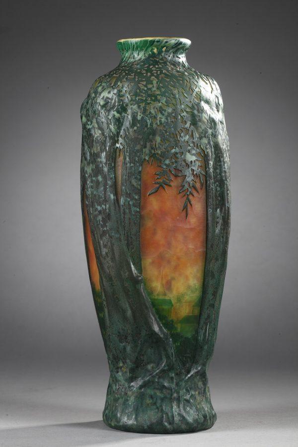 """Daum, Vase soufflé à décor dit """"aux arbres"""", Diam. 29 cm. sculptures, verreries - galerie Tourbillon, Paris"""