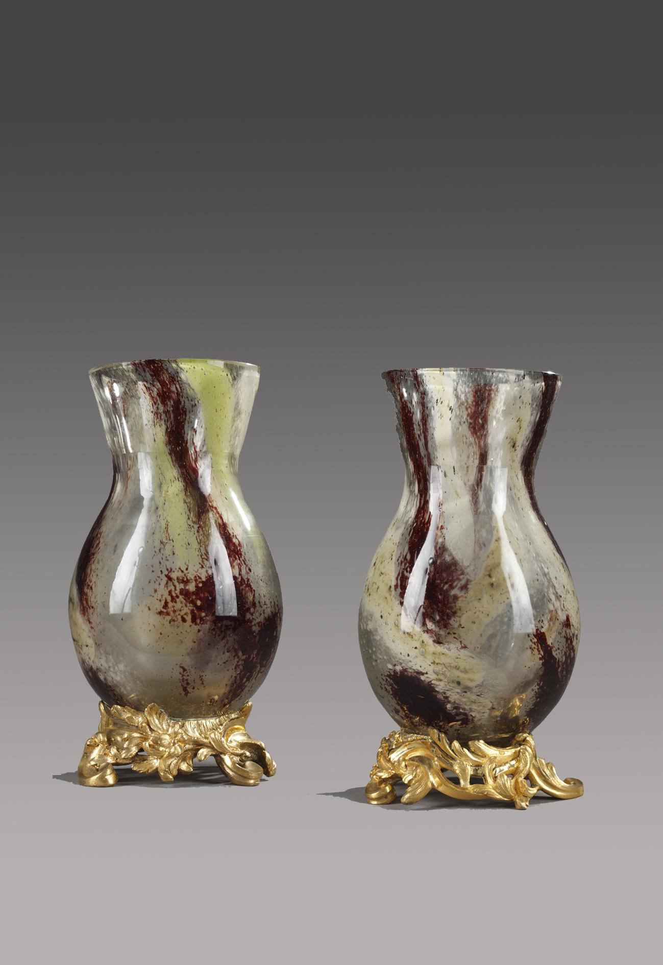 Eugène Rousseau (1827-1890) et Ernest Léveillé (1841-1913), Paire de vases, verre, montures bronze, Haut. 21,5 cm. sculptures, verreries - galerie Tourbillon, Paris
