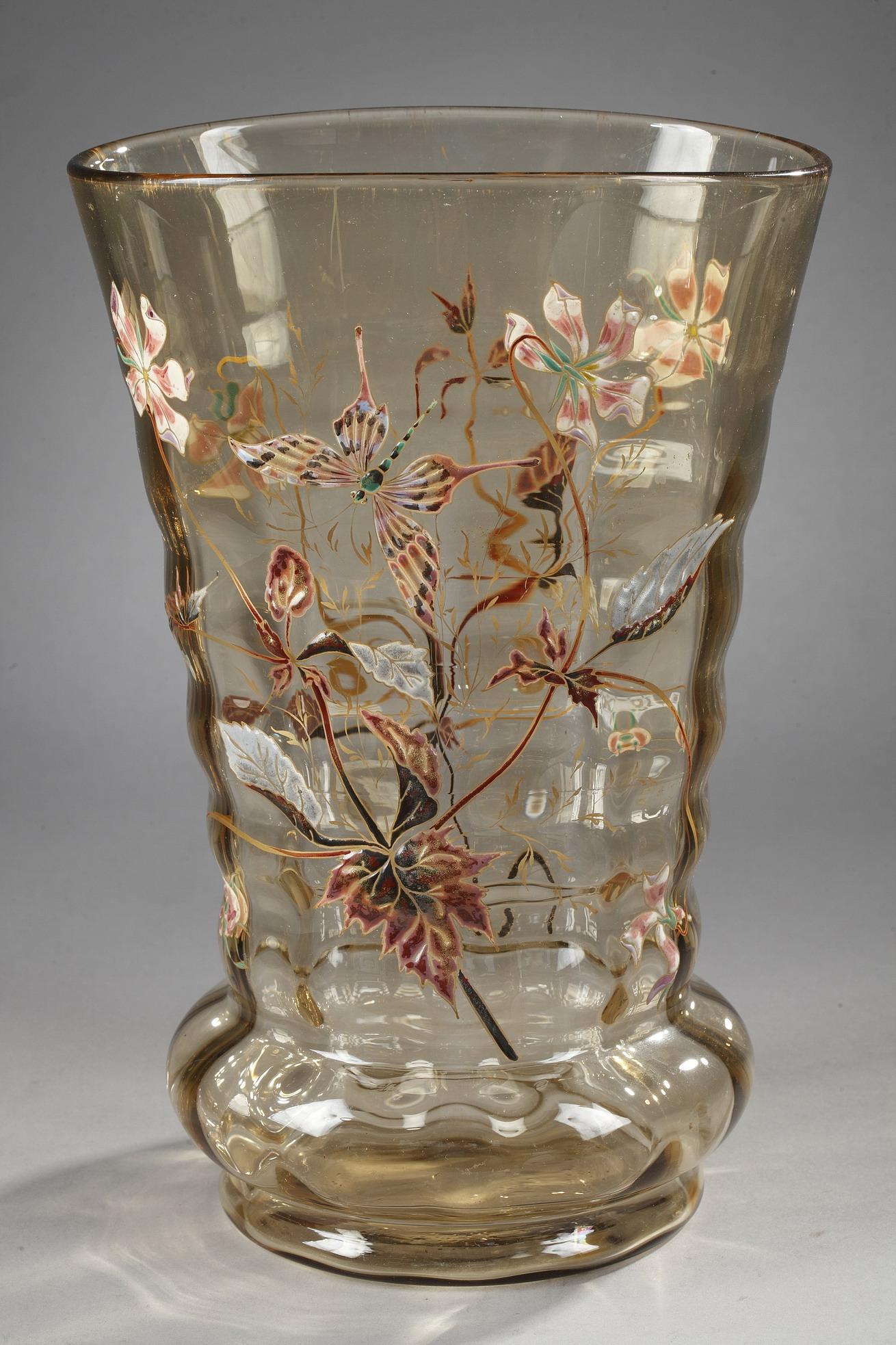 Emile Gallé (1846-1904), Cristallerie, Vase à décor de Plantes et de Papillon, haut. 30 cm. sculptures, verreries - galerie Tourbillon, Paris