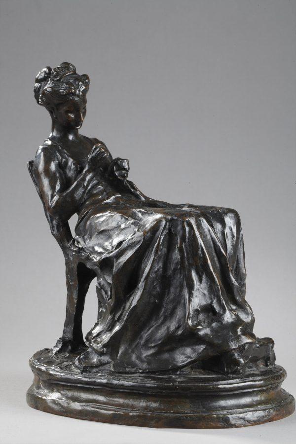 """Jules Dalou (1838-1902), """"La Brodeuse"""", bronze à patine brun foncé nuancé, fonte Hébrard, haut. 27,5 cm, sculptures - galerie Tourbillon, Paris"""