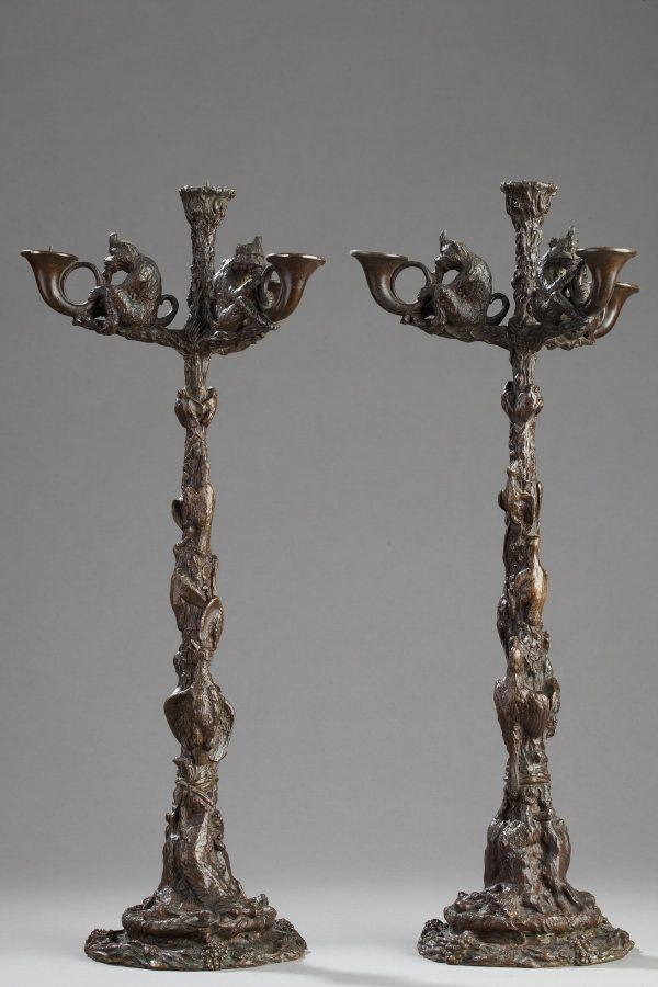 Christophe Fratin (1801-1864), Paire de candélabres aux singes, bronze à patine brun nuancé, fonte ancienne, haut. 45 cm, sculptures - galerie Tourbillon, Paris