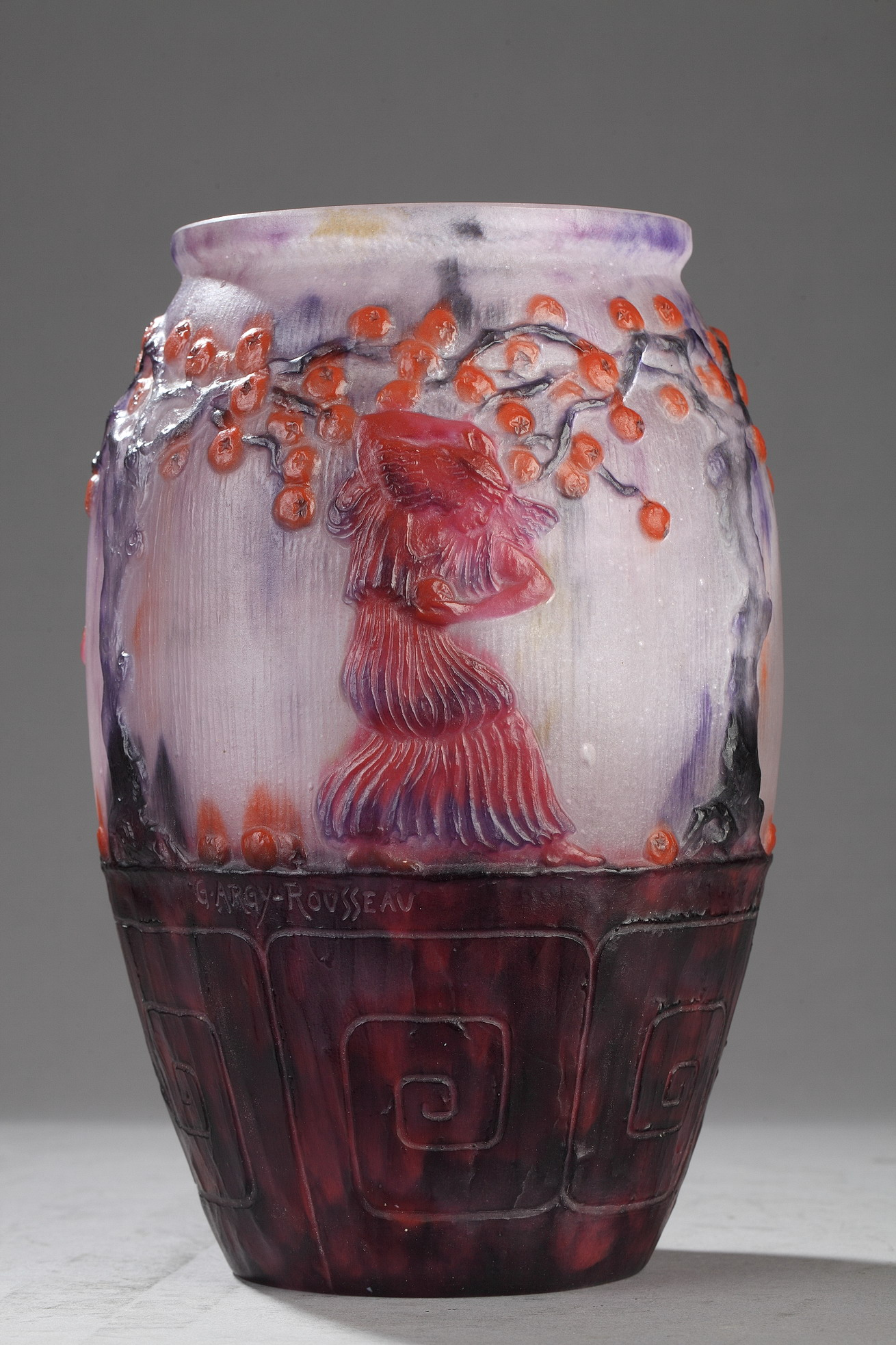"""Vase """"Jardin des Hespérides"""" de Gabriel Argy-Rousseau (1885-1953), pâte de verre, haut. 24,5 cm, pâtes de verre - galerie Tourbillon, Paris"""
