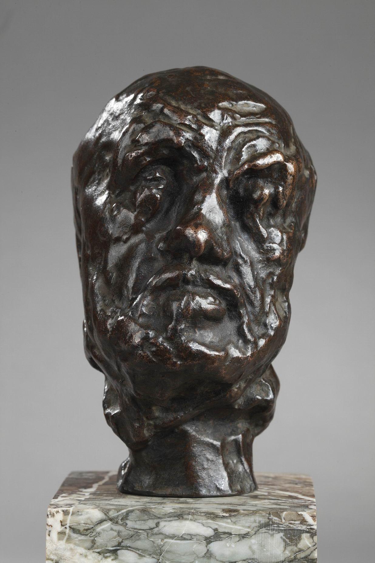 """Auguste Rodin (1840–1917), Petite tête de """"L'Homme au nez cassé"""", bronze à patine brune, fonte Rudier, haut. bronze seul 12,4 cm, sculptures - galerie Tourbillon, Paris"""