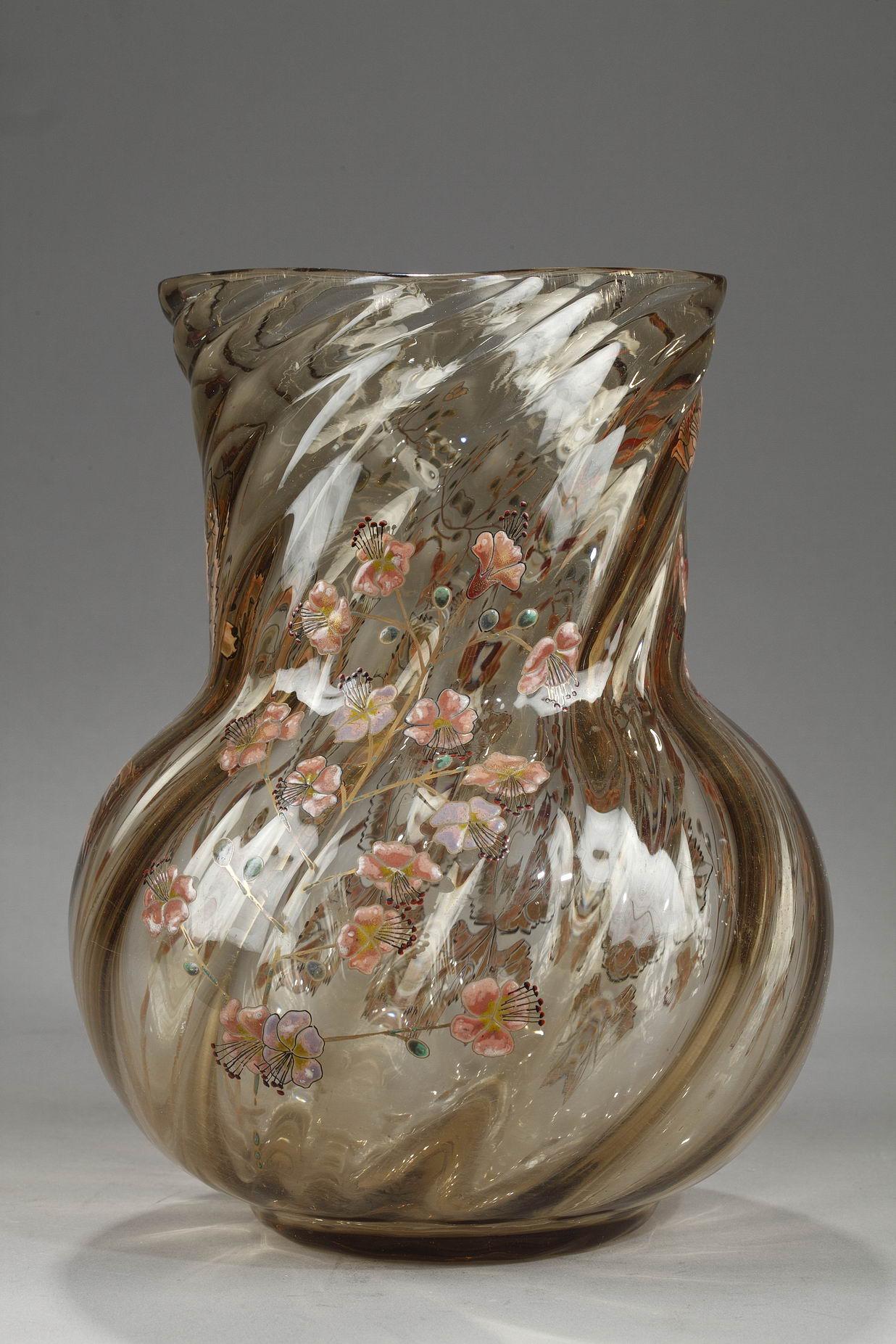 Emile Gallé (1846-1904), Cristallerie, Vase à décor de branches de cerisier, haut. 24 cm. sculptures, verreries - galerie Tourbillon, Paris
