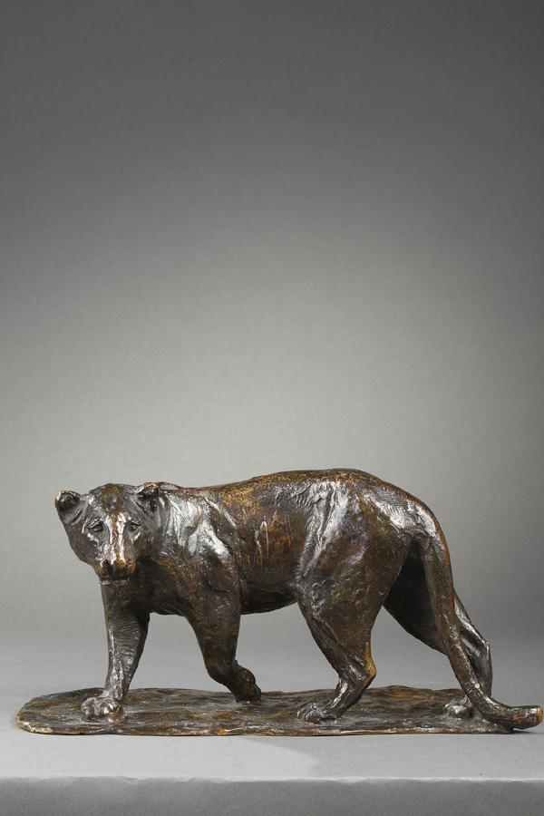 """Roger Godchaux (1878-1958), """"Panthère marchant"""", bronze à patine brun nuancé, fonte Susse, long. 26 cm, sculptures - galerie Tourbillon, Paris"""