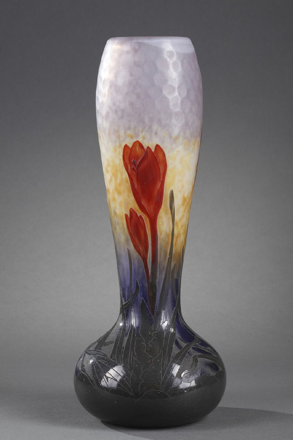 Daum, Vase à décor de Crocus, Haut. 30 cm. sculptures, verreries - galerie Tourbillon, Paris