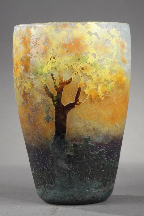 Daum, Clain et Perrier, Vase aux arbres en automne, Haut. 18,2 cm. sculptures, verreries - galerie Tourbillon, Paris
