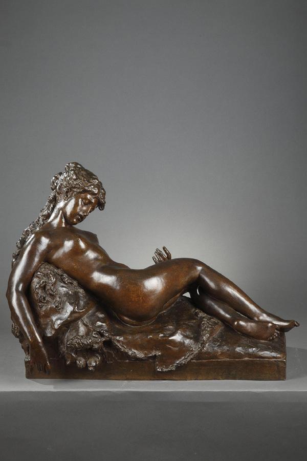"""Prosper d'Épinay (1836-1914), """"Bacchante endormie"""", bronze à patine brun nuancé, long. 63 cm, sculptures - galerie Tourbillon, Paris"""