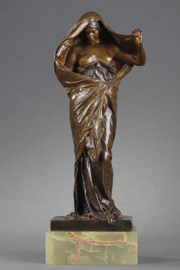 """Louis-Ernest Barrias (1841-1905), """"La Nature se dévoilant à la Science"""", bronze à double patine, fonte Susse, socle en onyx, haut. totale 27,6 cm, sculptures - galerie Tourbillon, Paris"""