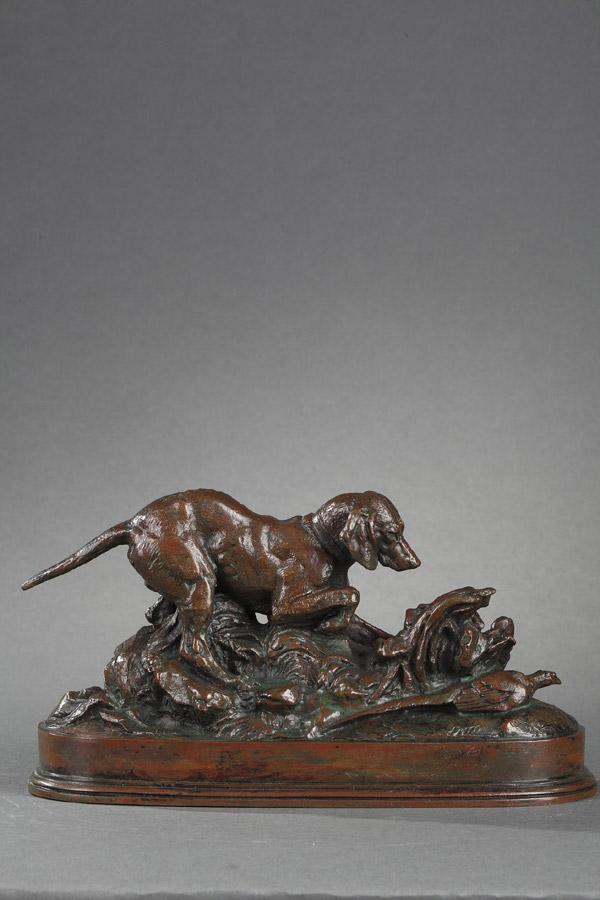 """Antoine-Louis Barye (1796-1875), """"Braque en arrêt sur un faisan"""", bronze à patine brun rouge, fonte Atelier Barye, long. 21,2 cm, sculptures - galerie Tourbillon, Paris"""