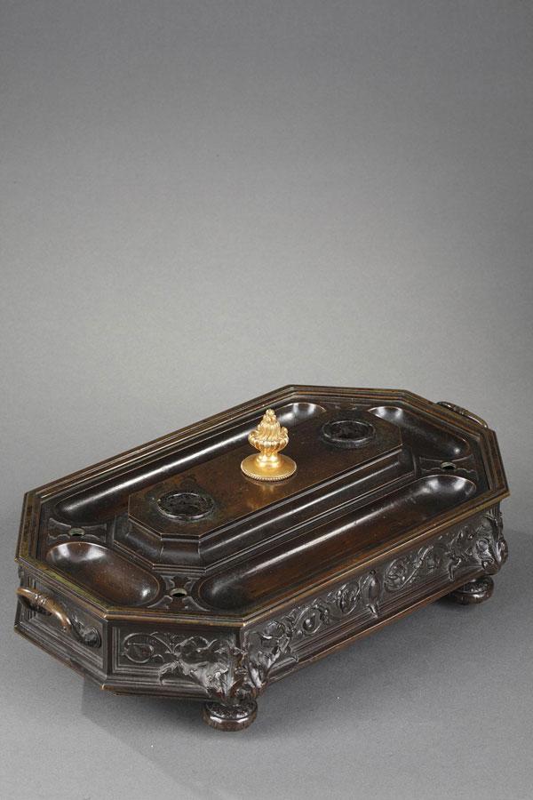 Antoine-Louis Barye (1796-1875), Encrier aux arabesques, bronze à patine brun foncé, fonte ancienne, long. 33 cm, sculptures - galerie Tourbillon, Paris