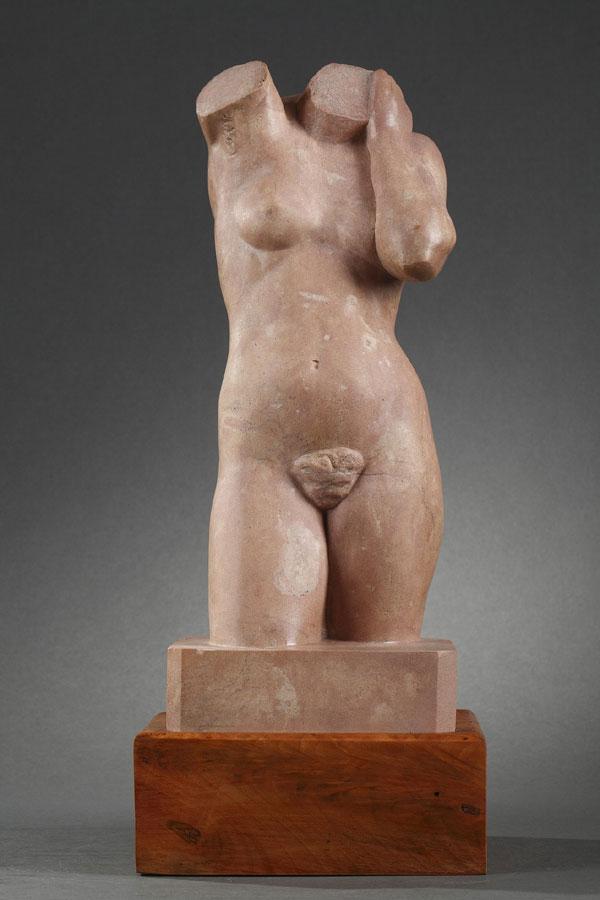 Auguste Heng (1891-1968), Femme debout, pierre marbrière rose, socle en bois d'olivier, haut. totale 41 cm, sculptures - galerie Tourbillon, Paris