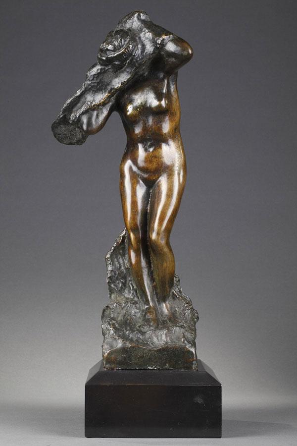 Georges Laëthier (1875-1955), Femme s'habillant, bronze à patine brun vert très nuancé, socle en marbre noir fin de Belgique, haut. 40 cm, sculptures - galerie Tourbillon, Paris